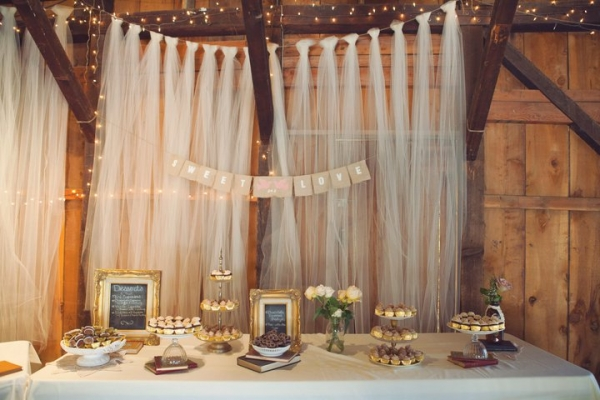 vintage-indie-wedding-backdrop-tulle